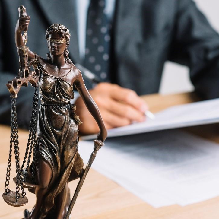 que es un amparo balanza de la justicia